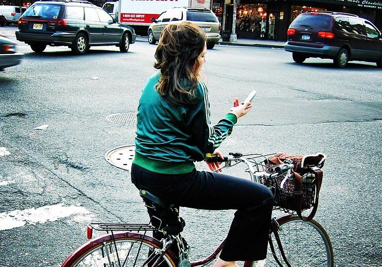 texting on bike